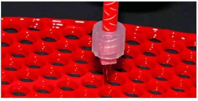 """进博会陶氏化学展出:液体硅橡胶可""""打印""""定制鞋"""
